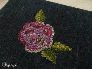 etui na tableta wyszyta róża
