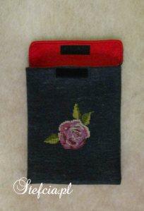 etui na tableta wyszyta roza calosc_01
