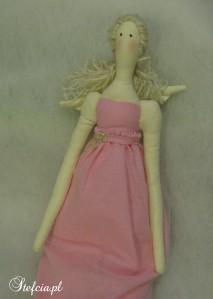 tilda aniolek blondynka roz getry gora
