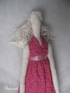 tilda aniolek rozowa koronka blondynka gora