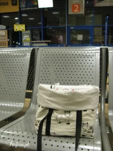 torba na maszyne mini na lotnisku